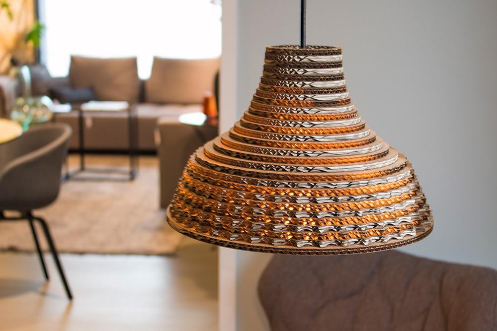 graypants leuchten aus wellpappe designblog. Black Bedroom Furniture Sets. Home Design Ideas