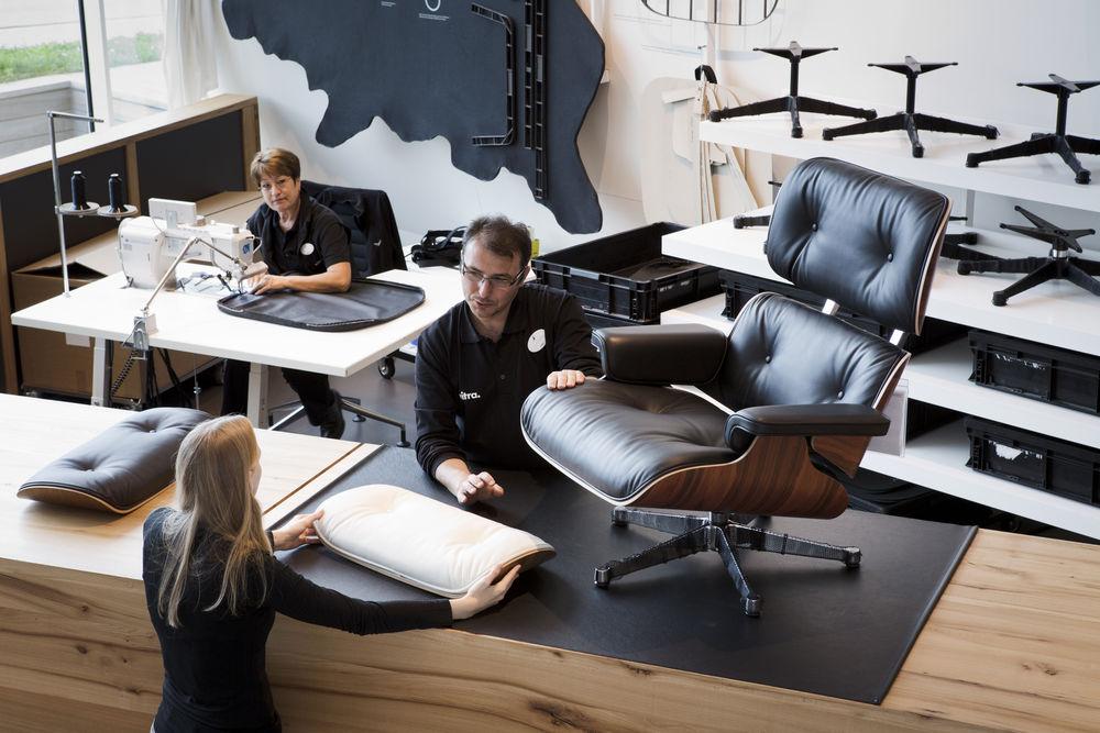 der eames lounge chair von vitra feiert geburtstag. Black Bedroom Furniture Sets. Home Design Ideas