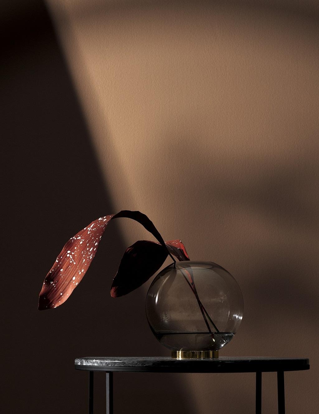 Globe Vase von AYTM