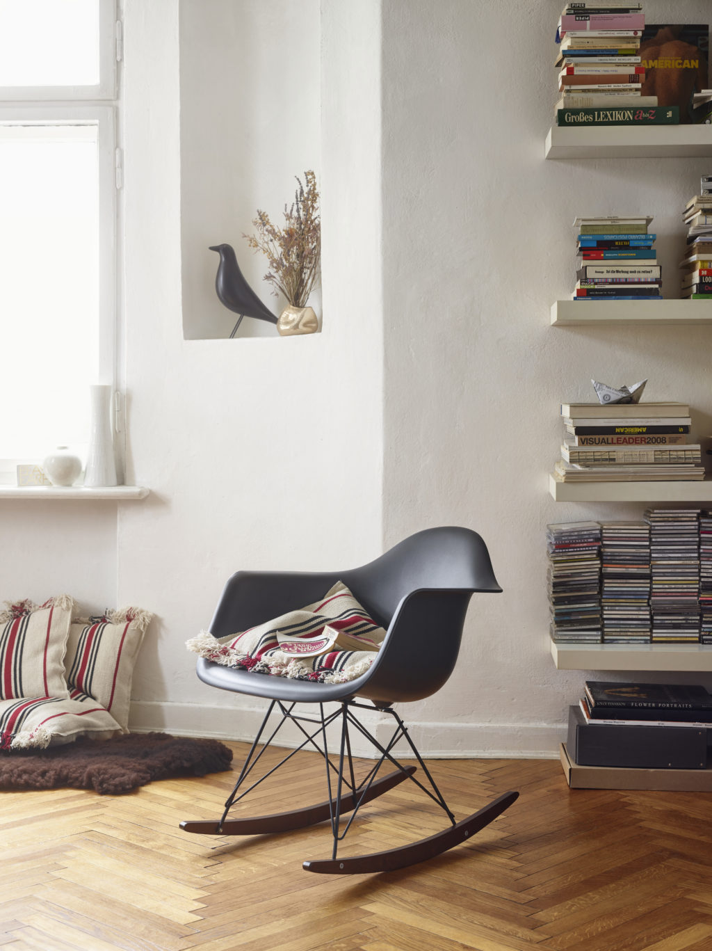 herbst highlight rar schaukelstuhl von vitra designblog. Black Bedroom Furniture Sets. Home Design Ideas