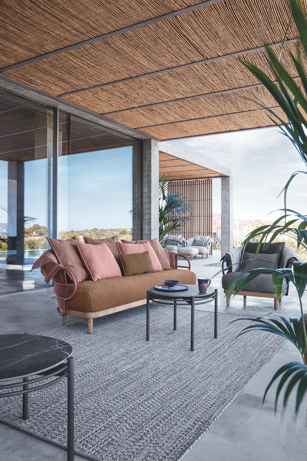 Kissen und Möbel für den Garten