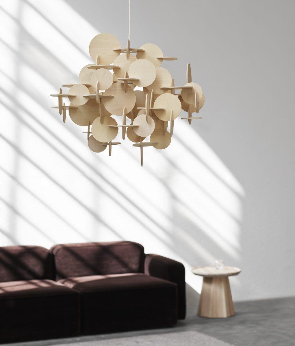 helle Hölzer im Interior Design. Bau Leuchte von Norman Copenhagen aus hellem Birkenholz