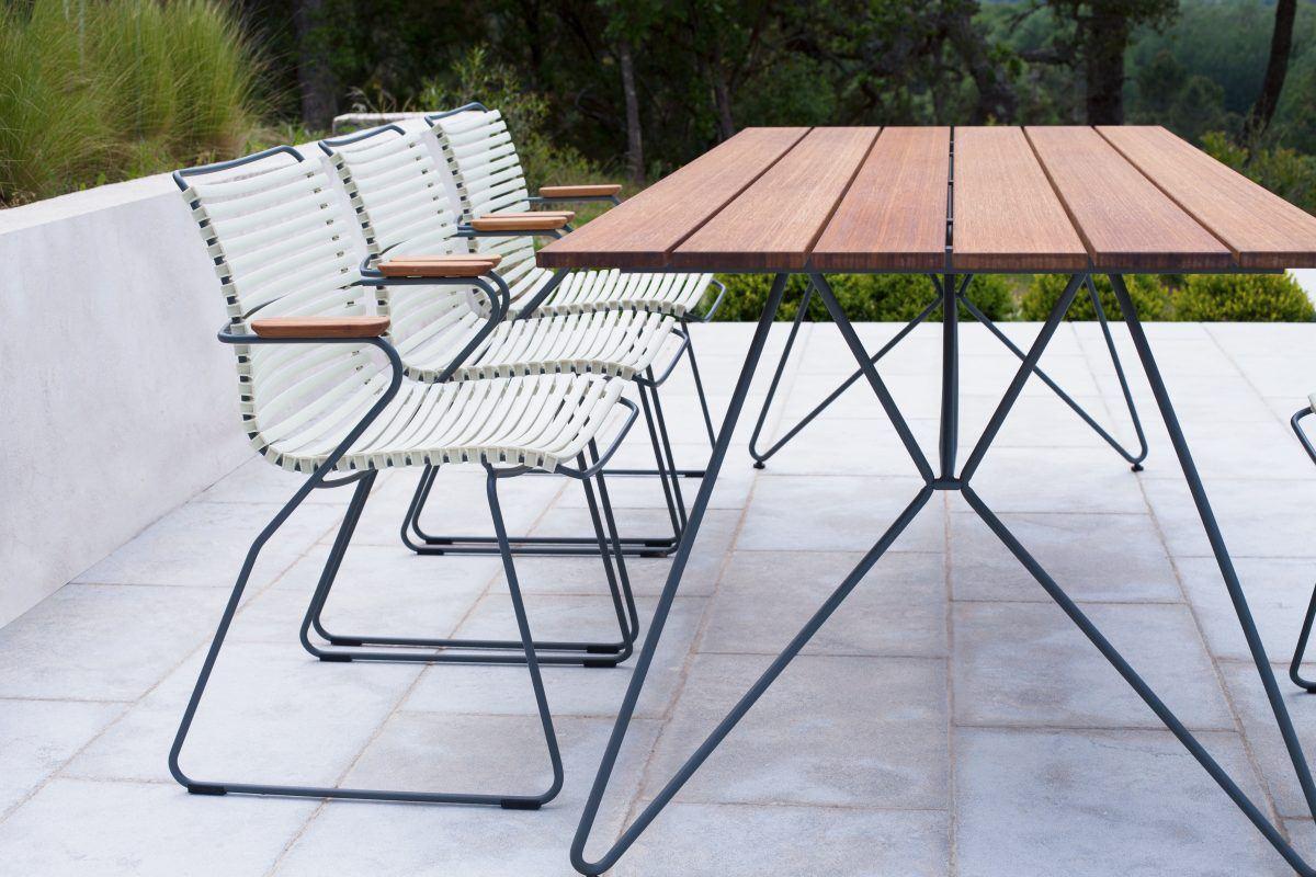 Houe Click Armchair und Houe Sketch Outdoor Tisch