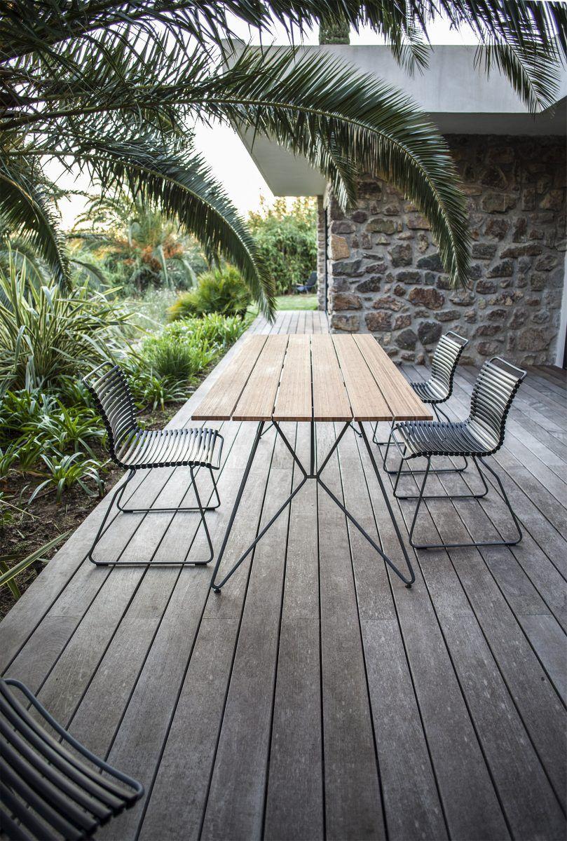 Houe Sketch Outdoor Tisch mit Houe Click Stühlen auf Terrasse