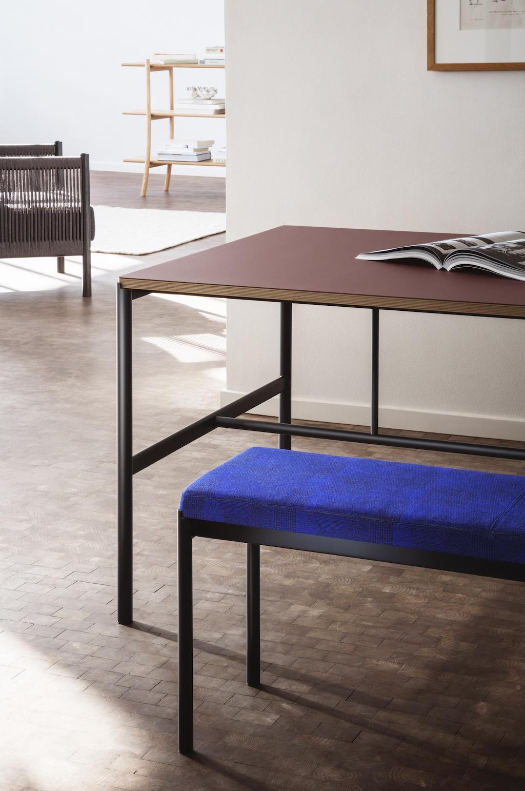 Mies Esstisch mit weinroter Tischfläche aus Linoleum von Million
