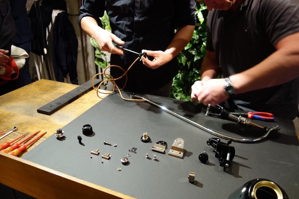Montage einer Midgard 113. Alle Bauteile liegen auf der Werkbank aus.