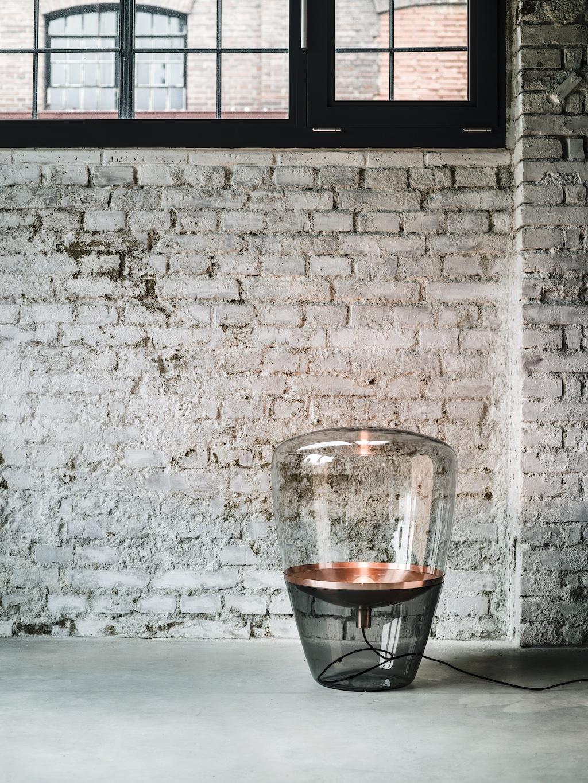 Balloon von Brokis vor einer geweißten Ziegelwand. Leuchten im Pilz-Design