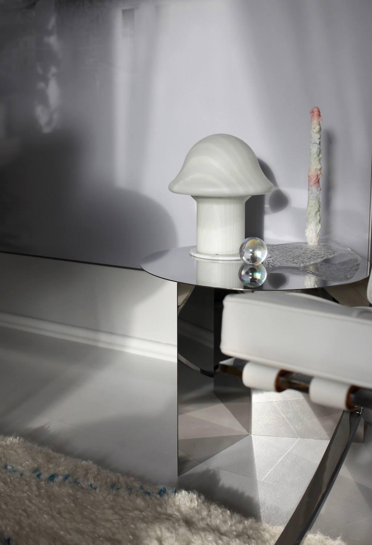 Zu Besuch bei Anastasia Benko: Leuchte aus Murano Glas und Hay Slit Table im Wohnzimmer