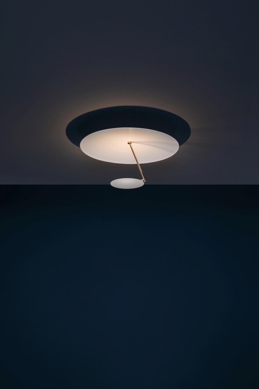 die Lederam Deckenleuchte von Catellani & Smith gehört zu den Highlight der neuen Leuchten in diesem Herbst