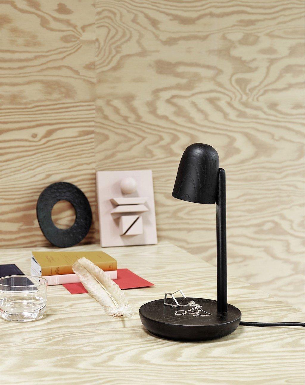 Muuto Focus Leuchte in schwarzer Esche ist eine der Leuchten im Pilz-Design