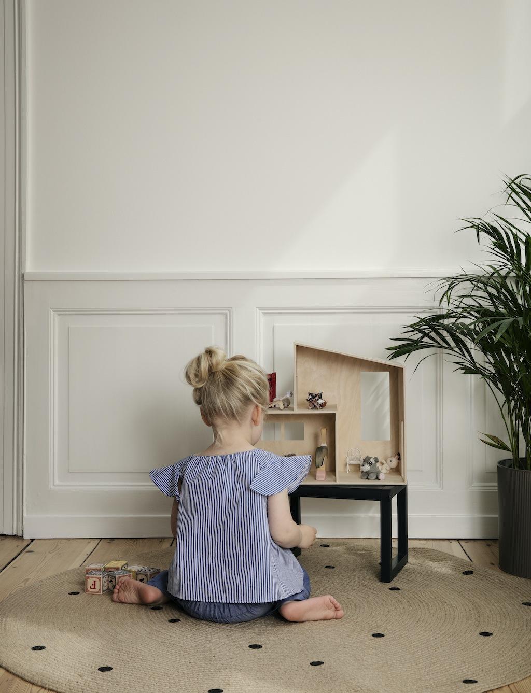 Moderne Puppenstube: Funkis House von fermLIVING