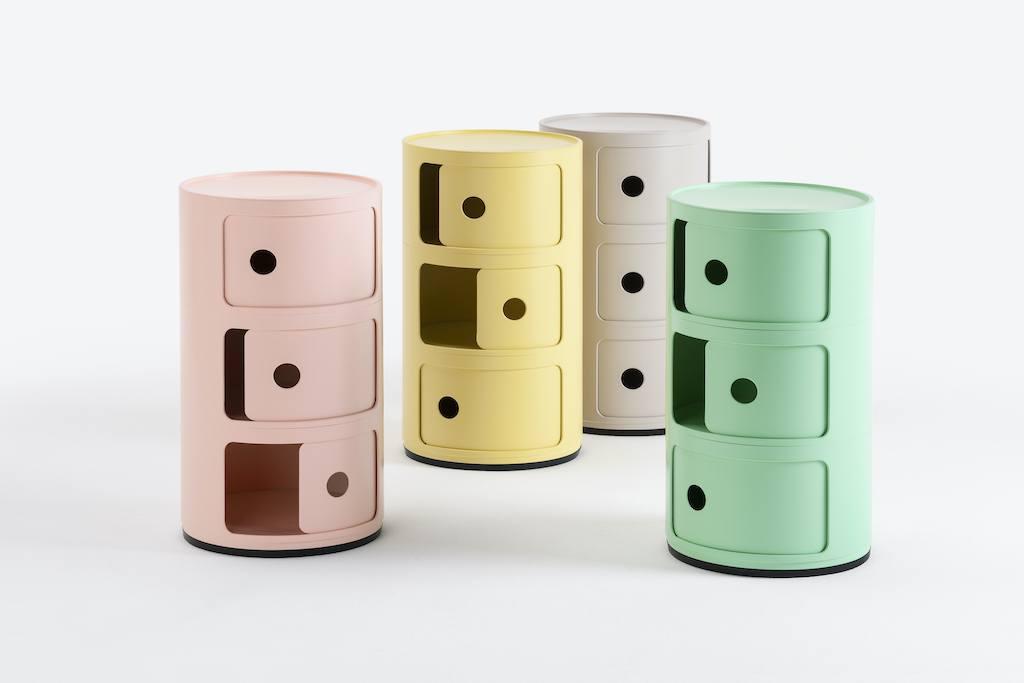 Vier farbenfrohe Componibili von Kartell aus Bioplastik