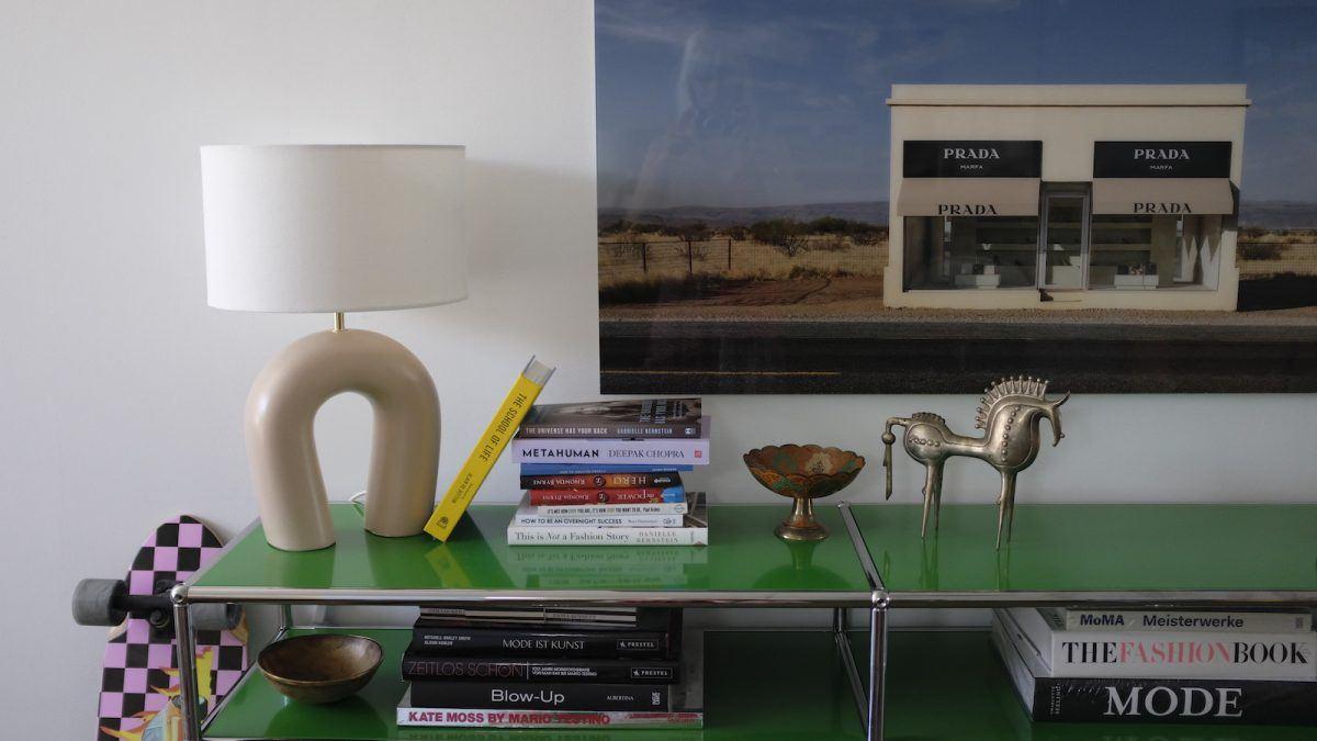 Homestory und Interview mit Cloudy Z - Detailansicht grünes USM Haller Sideboard