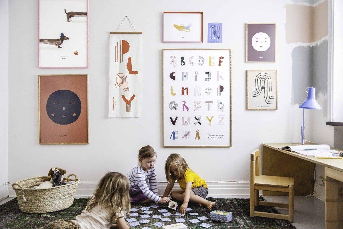 Mit dem Rücken zur Wand: Kunst und Poster aufhängen